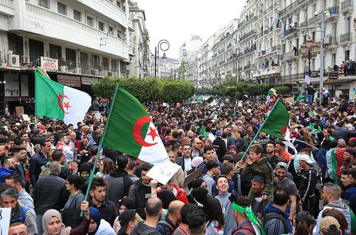 صورة الجزائر .. شعارات أقوى في مسيرات الجمعة : رحيل كل رموز النظام