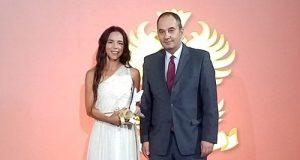 الصحافية ليلى غاندي تتوج بجائزة هامة بأثينا