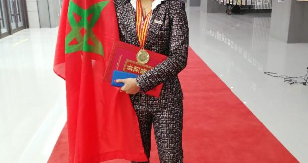 مغربية تتوج بالجائزة الأولى للرسم بالصين