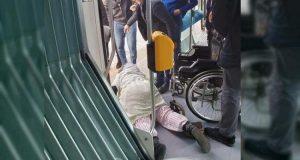 """بعد حادث """"مقعدة طرام"""" جمعية حقوقية تطالب بمجانية نقل ذوي الاحتياجات الخاصة"""