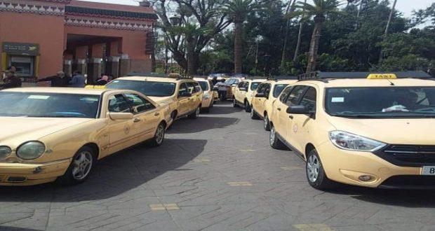 مراكش...وقفة احتجاجية لسائقي سيارات الأجرة الكبيرة