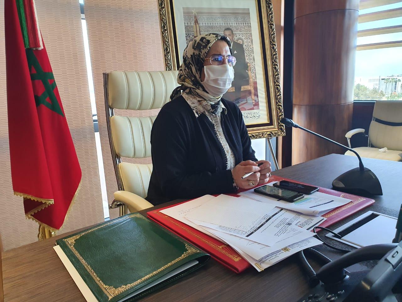 صورة نزهة الوفي تستعرض ملامح  المخطط الاستعجالي لمواكبة مغاربة العالم