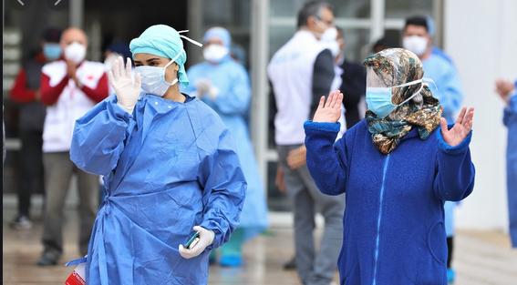 صورة حكاية مساعدة صيدلانية وزوجها انتصرا على الوباء