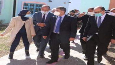صورة وزير التربية الوطنية يقوم بزيارة تفقدية لثانويتين بميدلت
