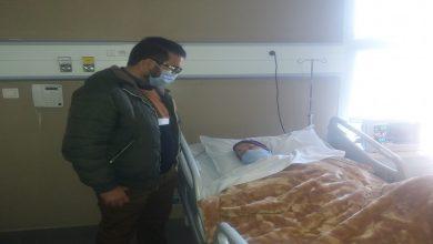 صورة أحمجيق يكشف الوضع الصحي لوالدته بعد العملية الجراحية