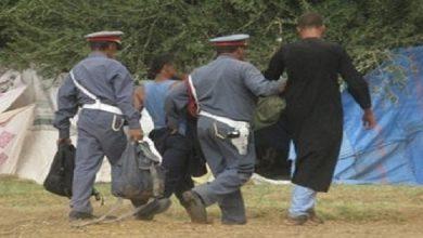 صورة القبض على أربعة أشخاص متلبسين بالبحث عن الكنوز بمقبرة ضواحي البروج