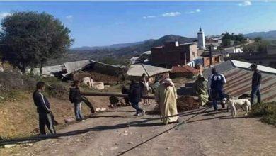 صورة بسبب قوة الرياح.. حقوقيون يحذرون من سقوط الأعمدة الكهربائية على المواطنين بشفشاون