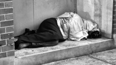 صورة وفاة متشرد بفاس داخل بناية مهجورة