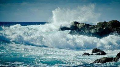 صورة تحذيرات للبحارة بسبب الأمواج