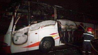 صورة اندلاع النيران في حافلة لنقل المستخدمين بطان طان