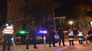 صورة حملات مكثفة واعتقالات بالجملة ضد المخالفين لقرار الإغلاق الليلي