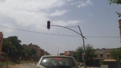 صورة خلل في الإشارات الضوئية يعيق حركة السير بجماعة أوريكا