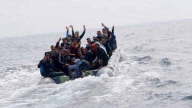 صورة هجرة جماعية من شاطئ بطنجة وحقوقي يكشف التفاصيل