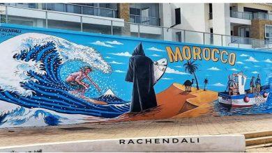 صورة بعدما اشتغل عليها لمدة 3 أيام.. سكان سلا يمسحون لوحة فنية تطل على شاطئ بوقنادل