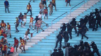 صورة تأخير انطلاق مباراة الترجي والأهلي بسبب اشتباكات بين الأمن وجماهير الترجي -صور
