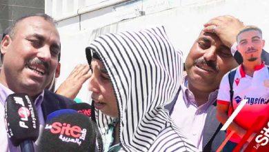 صورة جماهير ملثمة تقتل شابا بالمحمدية ووالده يكشف تفاصيل صادمة -فيديو