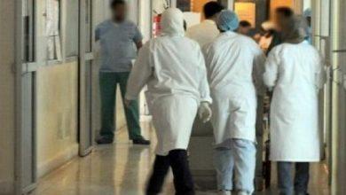 """صورة ضبط ممرضين """"سطاجير"""" رفقة شابتين بمستشفى عمومي يثير ضجة في بني ملال"""
