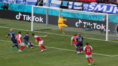 """صورة في مباراة حازت على اهتمام العالم.. فنلندا تنتصر على الدنمارك بـ""""اليورو""""- فيديو"""
