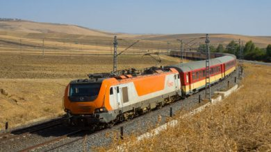 صورة وزير النقل يكشف مصير ورقة التنقل بين المدن عبر قطارات المغرب