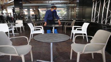 صورة بعد ارتفاع عدد المصابين.. أرباب المقاهي متخوفون من إعادة فرض حظر التنقل الليلي