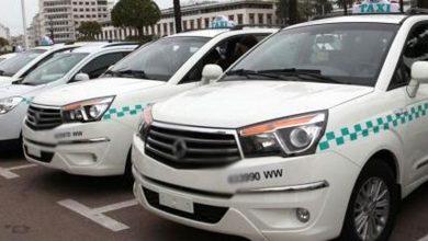 """صورة سائقو سيارات الأجرة غاضبون من """"ازدواجية"""" تعامل الحكومة في تطبيق تدابير""""كورونا"""""""