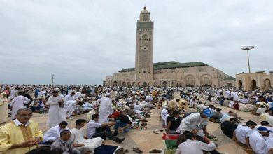 صورة لم يتم الحسم فيها.. مواطنون مغاربة يتساءلون حول مصير صلاة العشاء